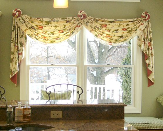 Curtains valances and swags appalachian swag valance for Living room valances and swags