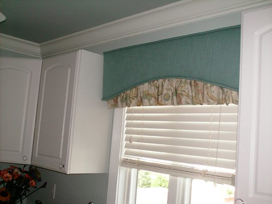 Cornice With Ruffle